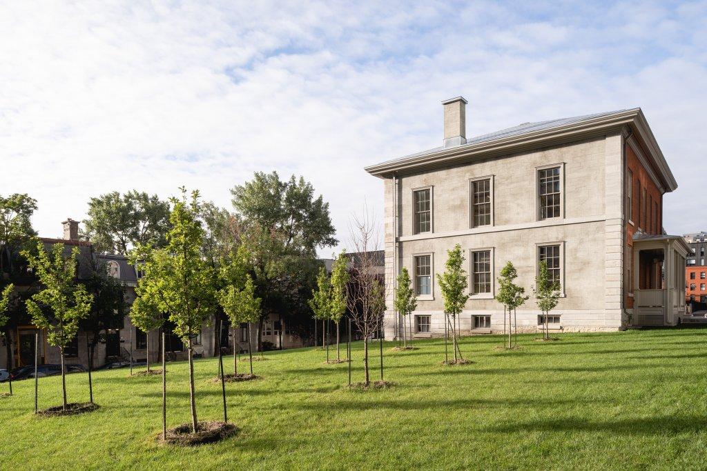 La maison Louis-Hippolyte-La Fontaine - vue de cçoté. Photo Credit: Raphaël Thibodeau